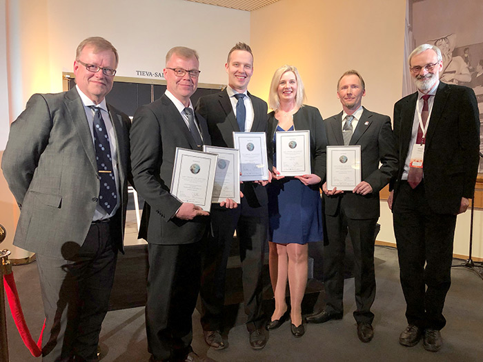 Johannes Uusitalo, CEO of NunnaUuni, receiving the Black Carbon Campaign prize, together with Virpi Kroger of Neste and Tapio Siren of Wärtsilä, and Hannu Murtokare of the Central Association of Chimney Sweeps. The awards were presented by Jouni Keronen of the Climate Leadership Coalition and Mikael Hildén of the Finnish Environment Institute (SYKE).